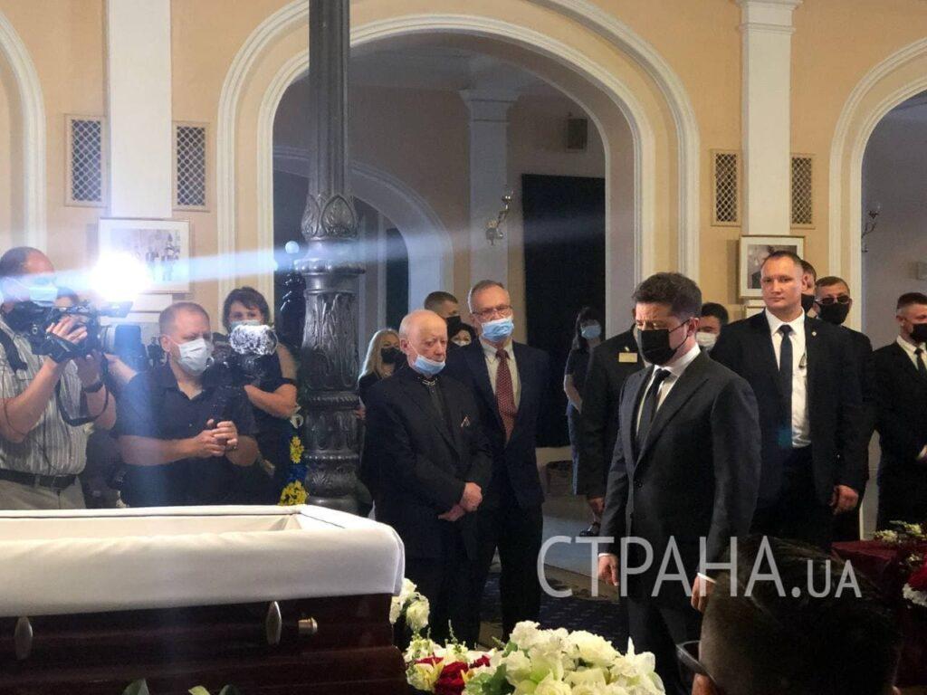 У Києві прощаються з хореографом Чапкісом. Фото: Страна.ua
