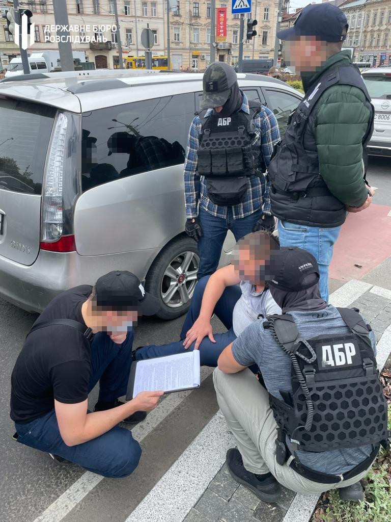 У Львові на хабарі від поліцейського затримали прокурора. Фото: ДБР