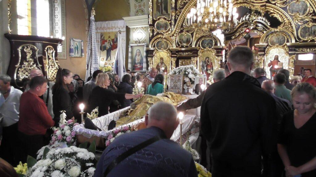 У Дубровиці відспівали багаторічного настоятеля церкви Святої Покрови отця Миколая. Фото: Михайло Скеба