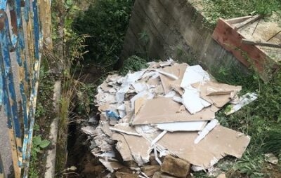 На Турківщині в річку скинули будівельне сміття. Фото: Світлана Телефанко