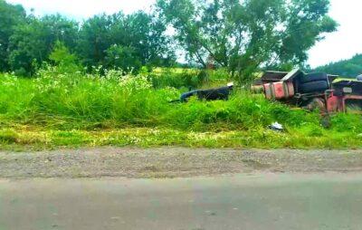 У Львівській області водій заснув за кермом вантажівки. Фото: Буськ онлайн