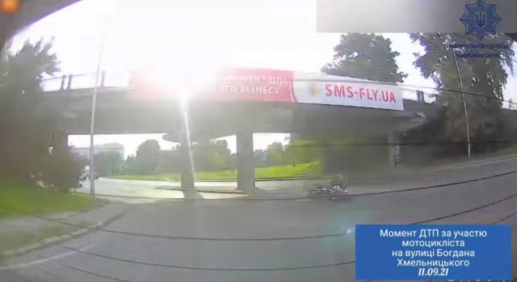 З'явилося відео моменту ДТП за участю авто та мотоцикла у Львові
