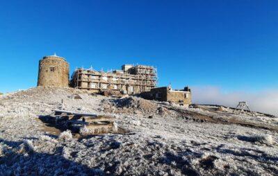 На горі Піп Іван Чорногорський випав сніг