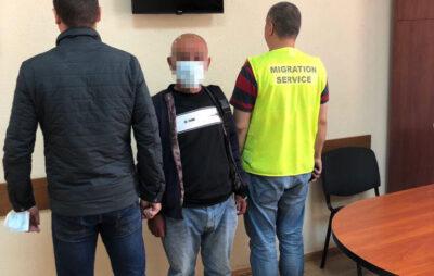 У Новояворівську викрили іноземця, який порушив міграційне законодавство. Фото: Нацполіція