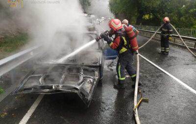 Вранці поблизу Винників вогонь знищив автомобіль