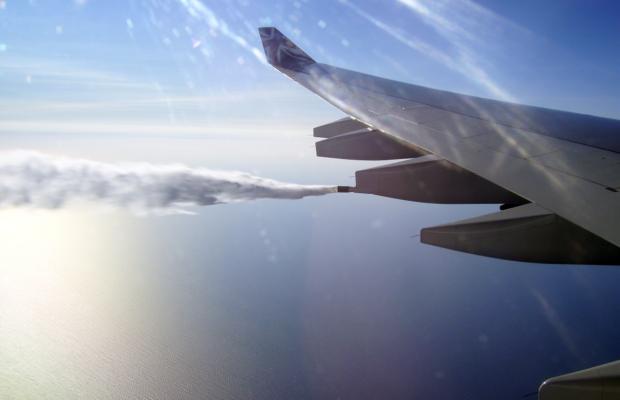 Над Львовом пролетів літак, з двигунів якого йшов дим