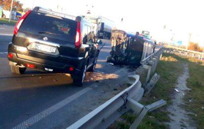 На об'їзній Львова перекинувся автомобіль. Фото: Варта1