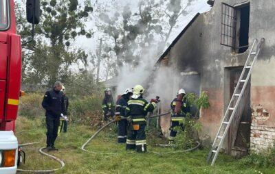 Під Львовом в селі Оброшине палає будівля ферми. Фото: Petro Starukh