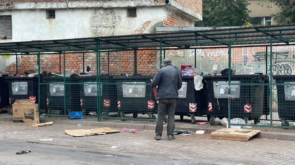 Львів'яни потерпають від антисанітарії на вулицях міста. Фото: Назарій Мельник
