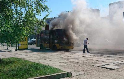 У Львові згоріла маршрутка. Фото - Варта-1