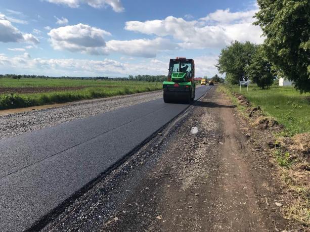 На Львівщині тривають ремонтні роботи на дорозі Голобутів - Завадів - Нежухів