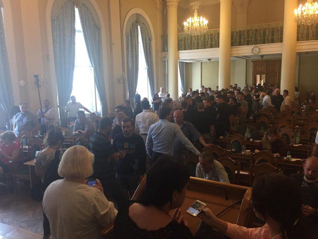 Стоматологи зірвали сесію у Львові. Фото Львівського порталу