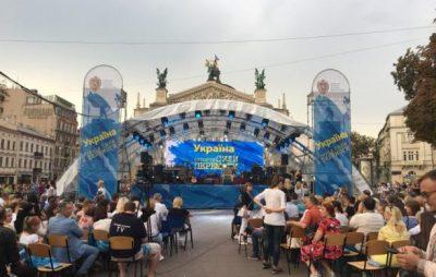 """На площі перед Оперним театром стартував проект """"Україна. Історія сили і перемоги"""""""