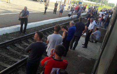 У Львові знову перекрили рух поїздів