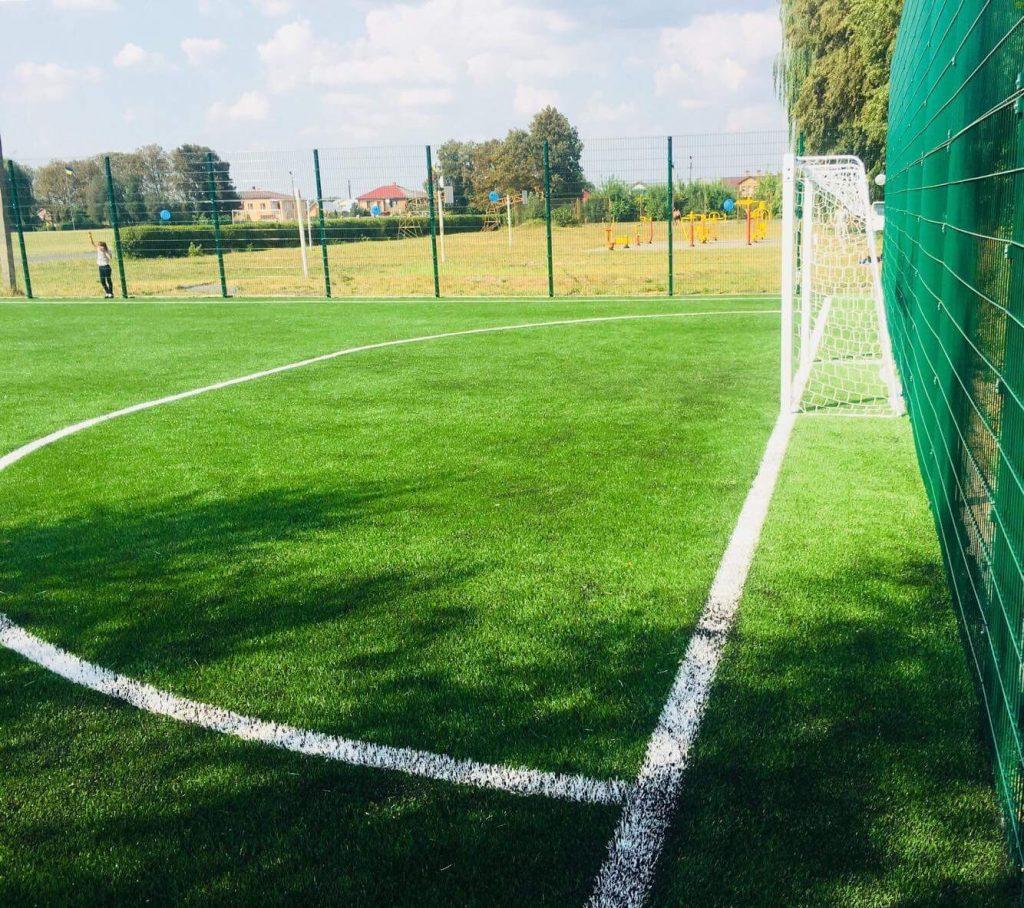 На Сокальщині відкрили спортивний майданчик зі штучним покриттям