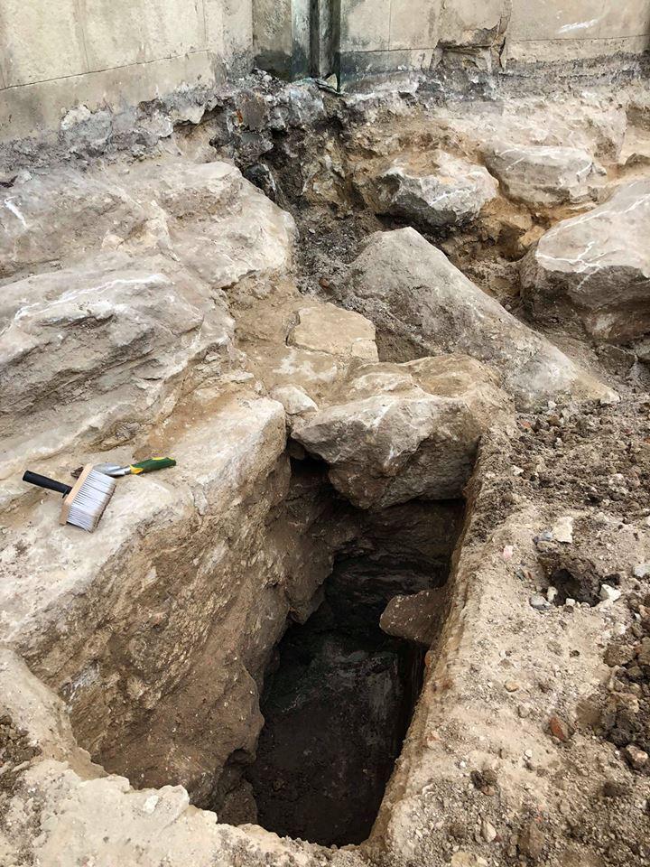 Біля Собору Святого Юра археологи віднайшли фундамент Церкви XIV- XV століття