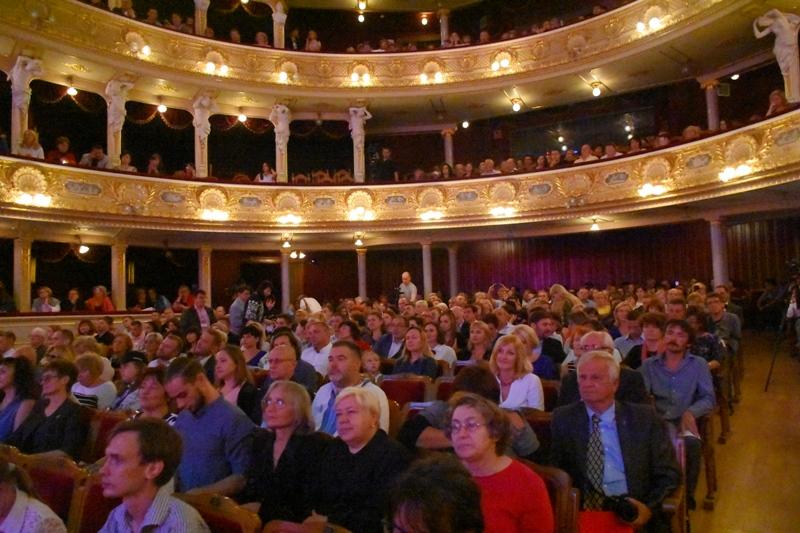 У Національному театрі опери та балету відбувся літературний вечір за участю відомих письменників