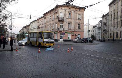 У Львові маршрутка вбила жінку. Фото Варта-1