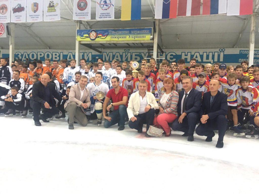 У Новояворівську відкрили змагання Карпатської молодіжної хокейної ліги