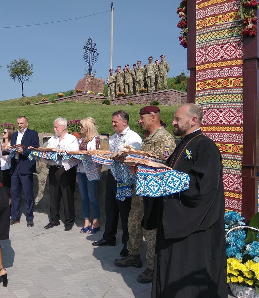 Найдовший яворівський пиріг - на Львівщині встановили рекорд України. Фото - прес-служба ЛОДА