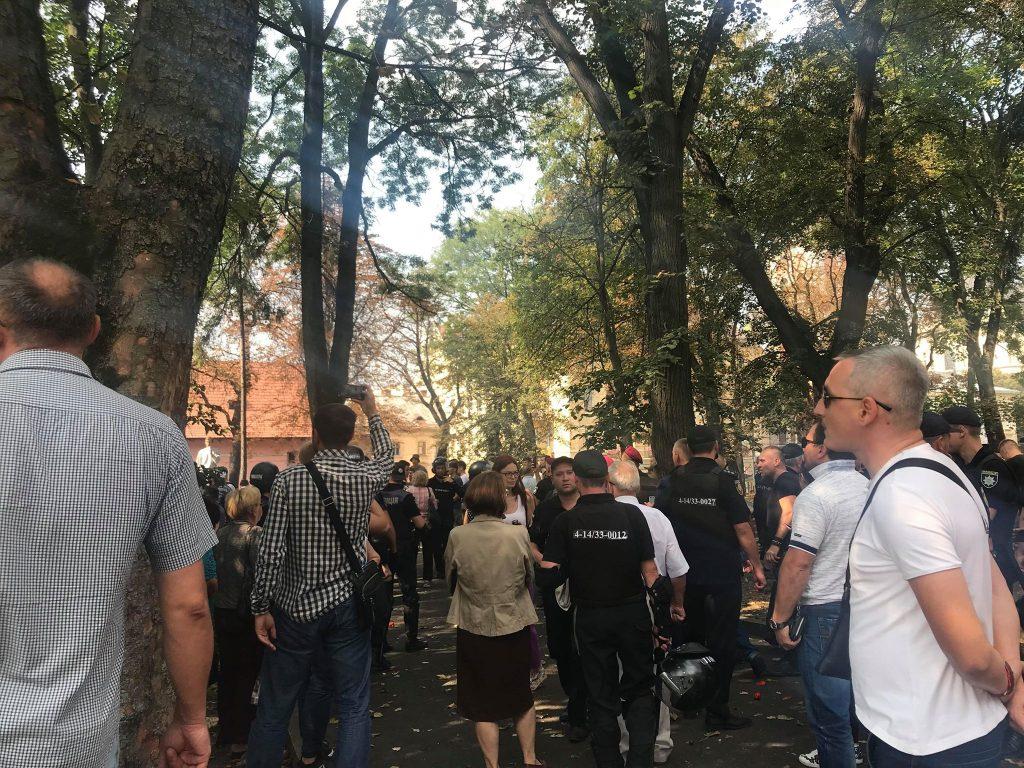 У Львові розігнали провокаторів, які спекулювали на економічні темі (ФОТО)
