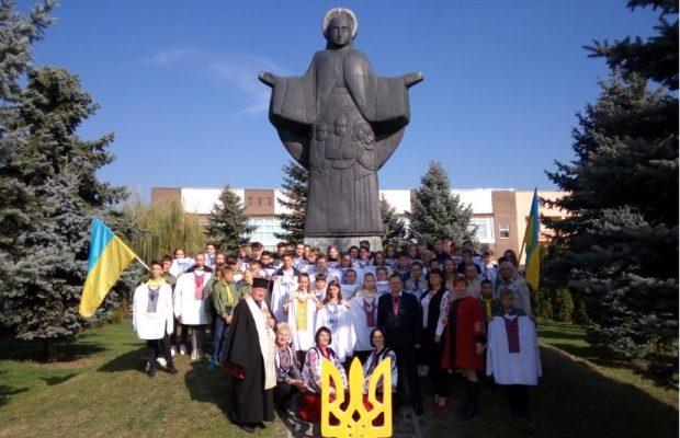 Мешканці Львівщини подарували 52 вишиванки українським воїнам (ФОТО ... cbac55a5226f4