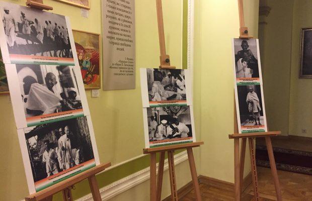 До Дня пам'яті Магатма Ганді у Львівській ОДА презентували фотовиставку, фото Юра Кенцало 4studio