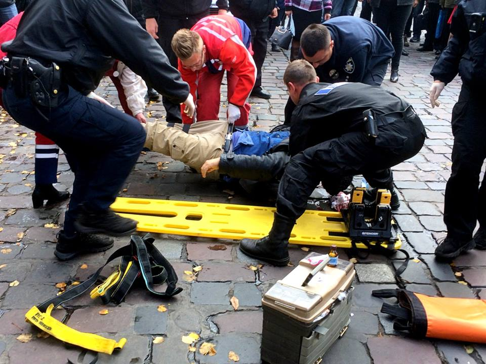 У центрі Львова збили чоловіка. Фото Варта1