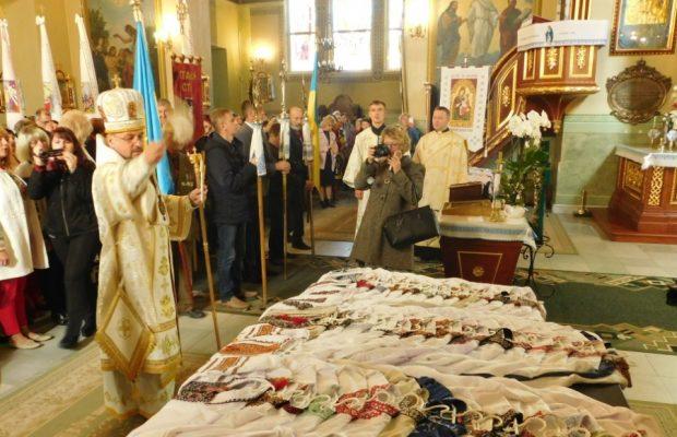 Жителі Стрийщини передали українським воїнам 105 вишитих сорочок ... edb4a16ad89ba