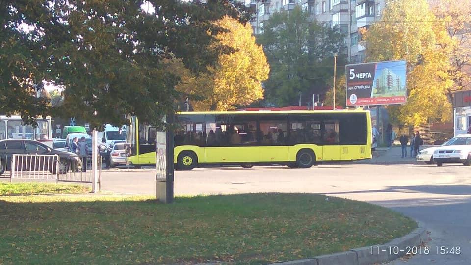 У Львові на Любінській сталась аварія. Фото Варта-1
