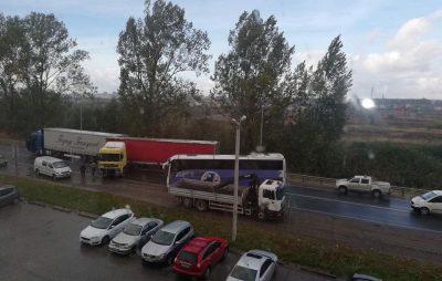 Біля Львова не розминулись вантажівки. Фото Варта-1
