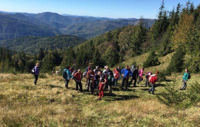 Міжнародний день туризму на Львівщині відзначили сходженням на гору Парашка