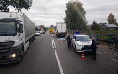 """На трасі """"Київ - Чоп"""" вантажівка вбила людину. Фото Варта-1"""