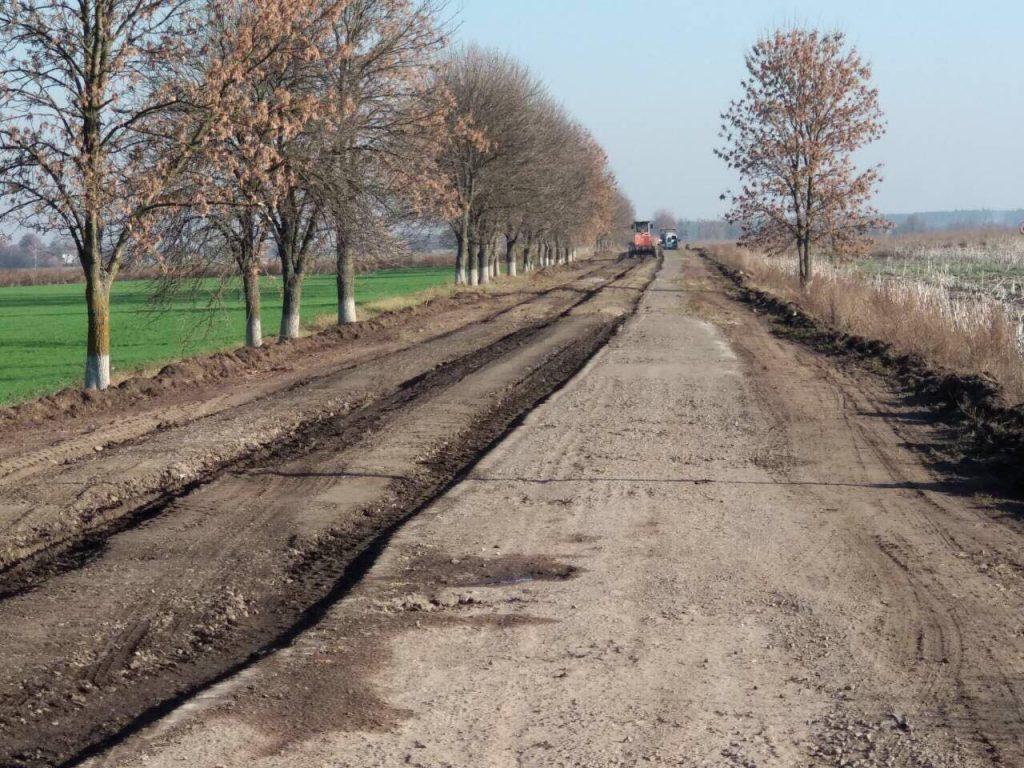 Розпочались ремонтні роботи траси Радехів-Луцьк. Фото Ольга Матейчик