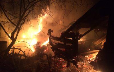 У Краковці пожежники врятували 4 будівлі від вогню. Фото: Яворів Інфо
