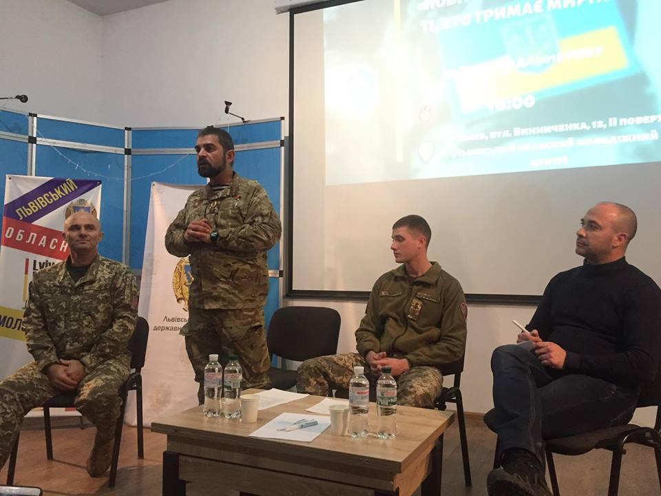 У Львівському обласному молодіжному центрі відбулась зустріч з громадськістю до Дня Збройних сил України. Фото: 4studio