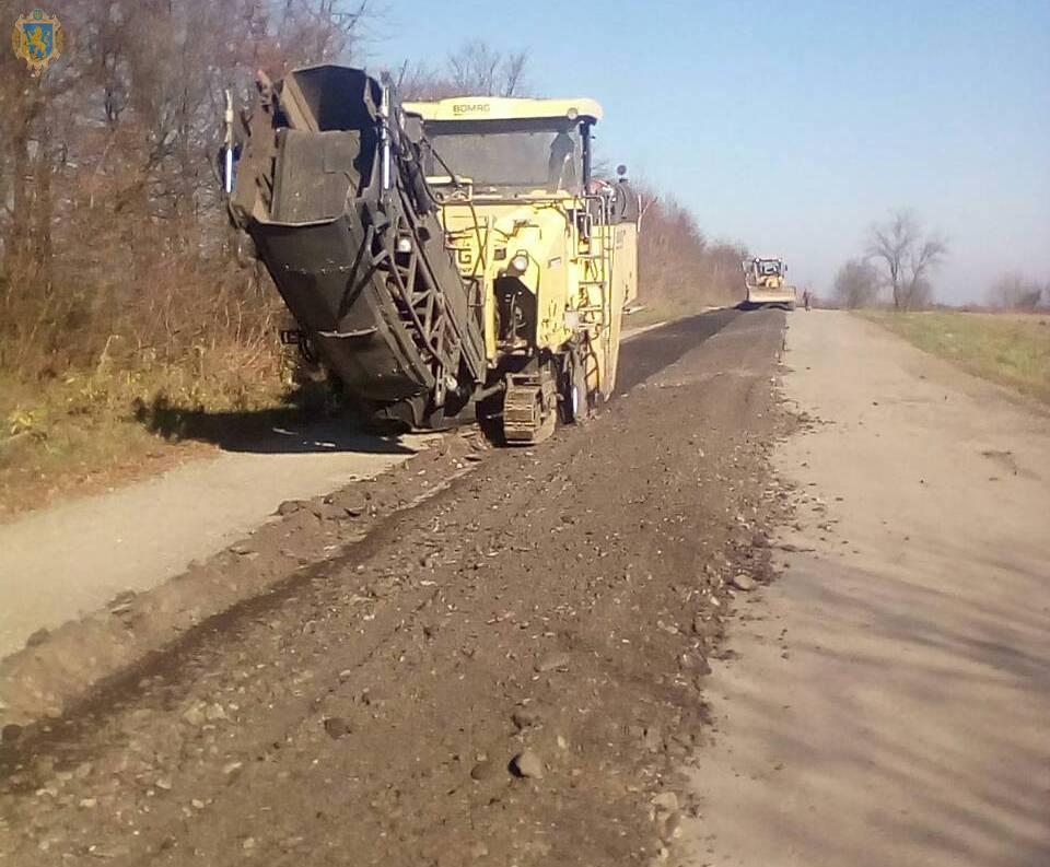 На Стрийщині триває ремонт дороги Слобідка – Журавне