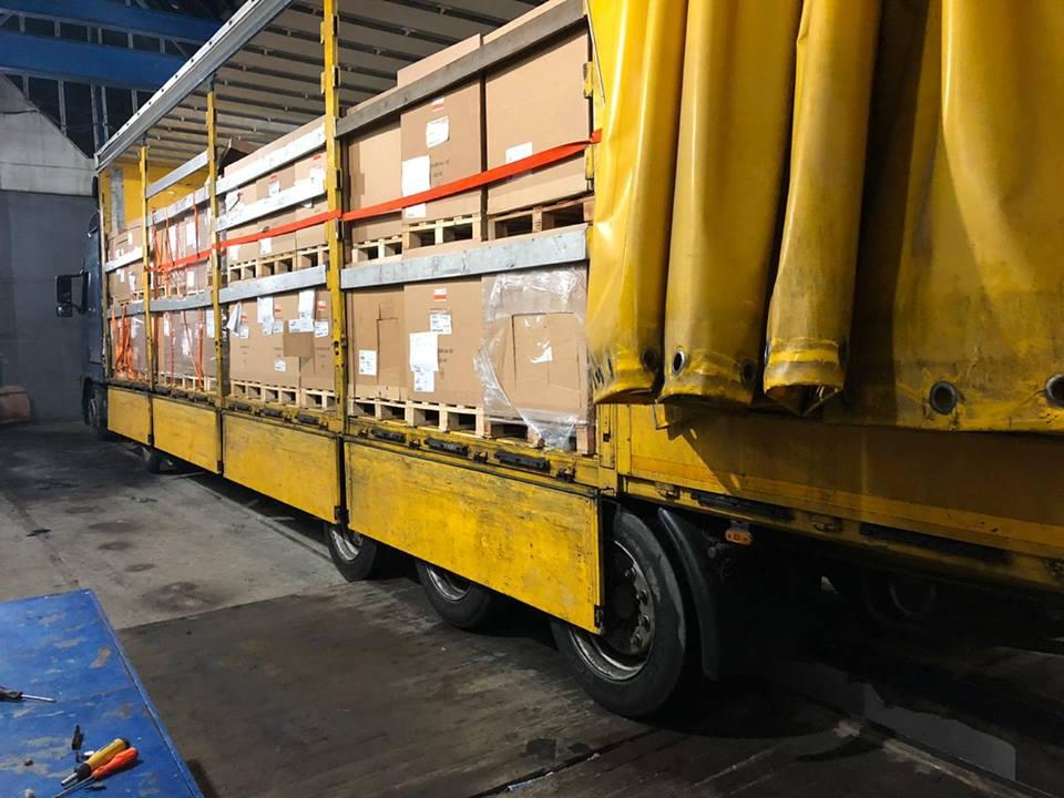 """У """"Краковці"""" затримали вантажівку з підробленими документами. Фото: Державна фіскальна служба України"""
