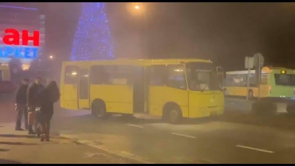 У Львові задимілась маршрутка. Фото Варта-1