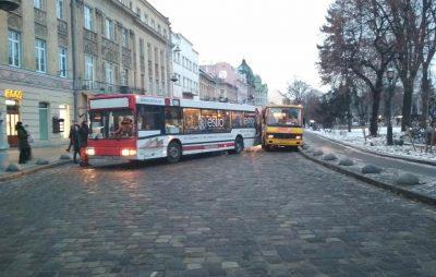 У центрі Львова не розминулись маршрутки