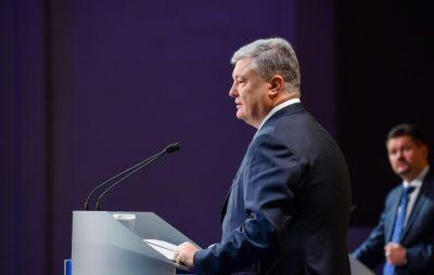 Порошенко наполягає, щоб Верховна Рада на наступній сесії підтримала зміни до Конституції щодо закріплення курсу України на членство в ЄС і НАТО