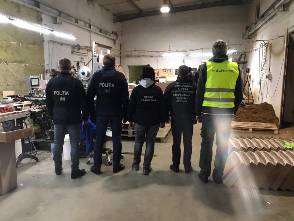 У Польщі виявили фабрику з виготовлення сигарет