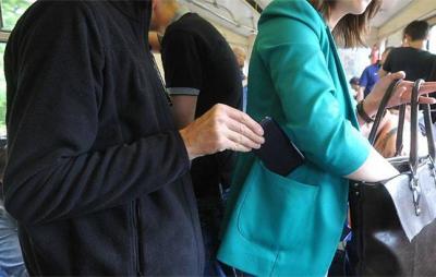 """У Львові правоохооронці затримали """"маршрутного"""" злодія. Фото: відкриті джерела."""