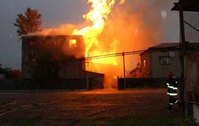 У Брюховичах вогонь ледь не знищив житловий будинок. Фото ілюстроване з відкритих джерел.