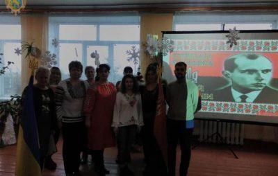 На Львівщині відбувся флешмоб до 110-ї річниці з дня народження Степана Бандери. Фото: прес-служба ЛОДА.