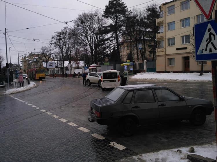 У Львові через ДТП не курсують трамваї. Фото: Варта1.