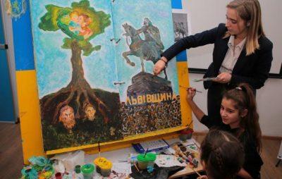 Діти з Львівщини долучились до створення мандрівної книги про соборну Україну. Фото: прес-служба ЛОДА.