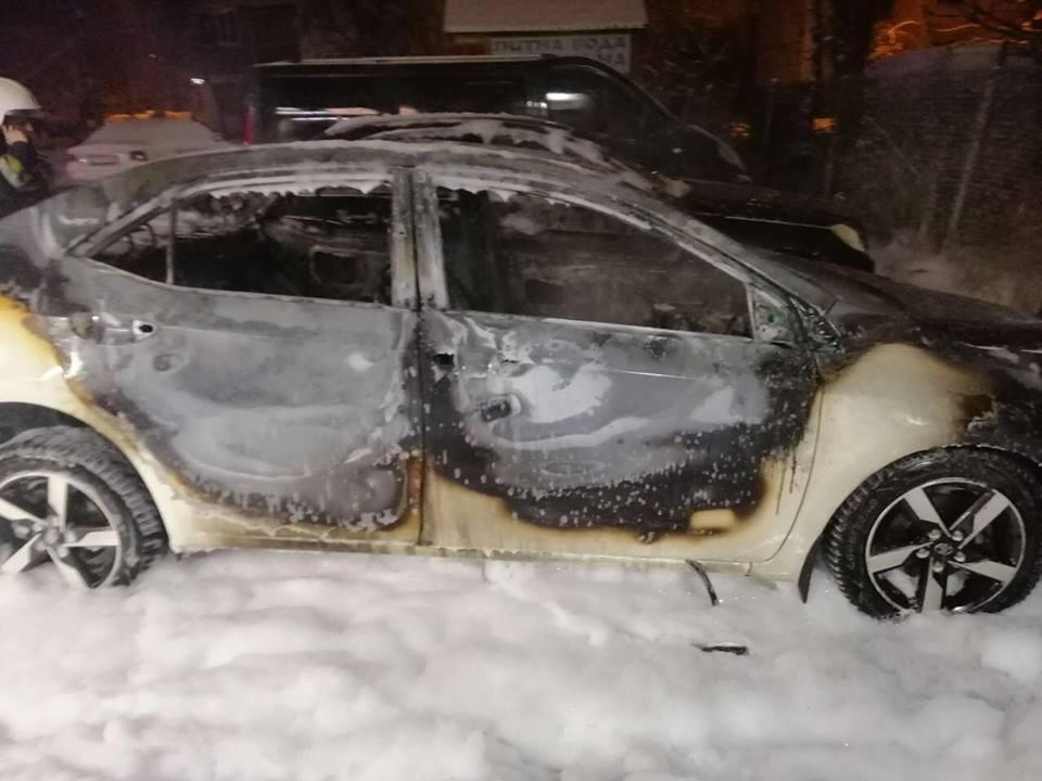 Правоохоронці Львівщини просять зголоситись очевидців підпалу автомобіля