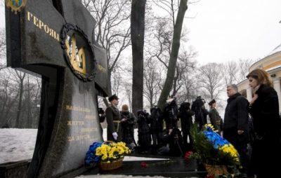 Порошенко разом з дружиною вшанували пам'ять Героїв Крут