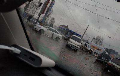 У Львові на Липинського сталась аварія. Фото Варта-1